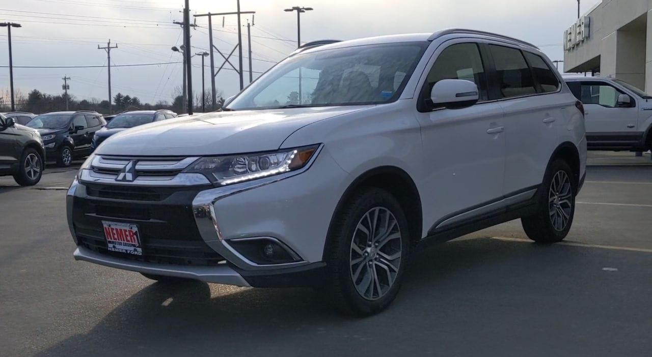 Pre-Owned 2017 Mitsubishi Outlander